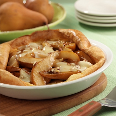 Puffed Oven Pancake with Pears and Brie