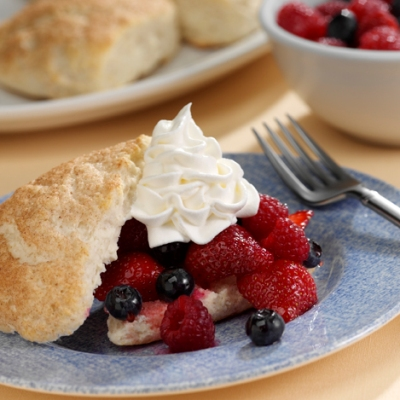 Biscuit Wedges with Fruit in Vanilla Syrup