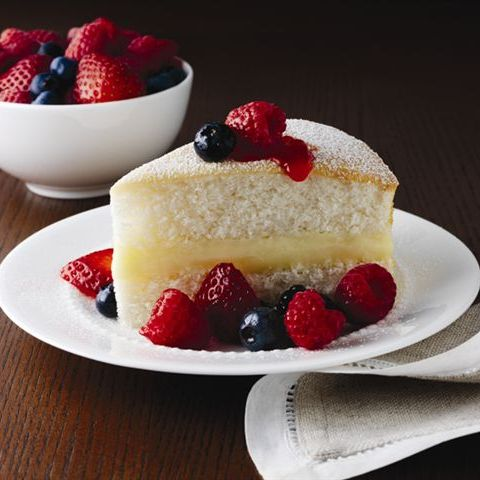 White Cake with Berries and Cream
