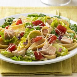 Ensalada de Pasta y Pollo con aderezo César