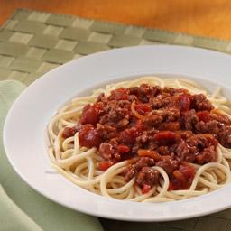 Espagueti en Salsa de Carne con Tomate en Trozos