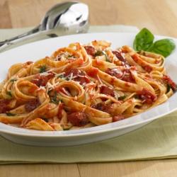 Pasta Fettuccine con Tomates y Ajo