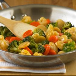 Vegetales Salteados con Salsa de Naranja y Jengibre