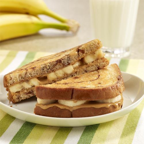Sándwiches de Mantequilla de Cacahuate y Banana a la Plancha