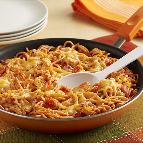 Espaguetis con Pollo Estilo Enchilada al Sartén