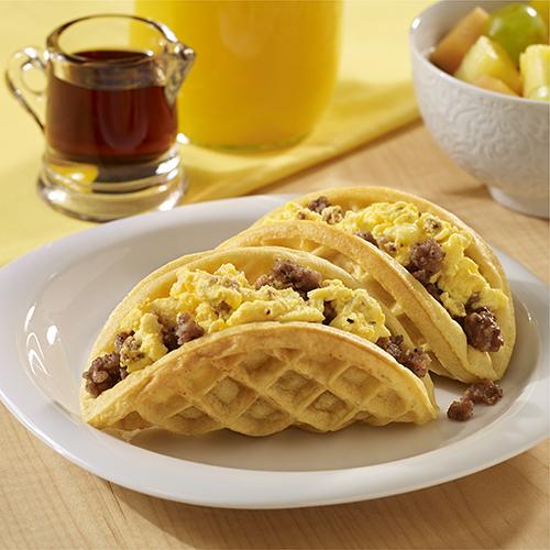 'Waffles' con Salchicha y Huevo al Estilo Taco