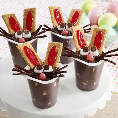 Vasitos de Pudín con Conejitos de Chocolate